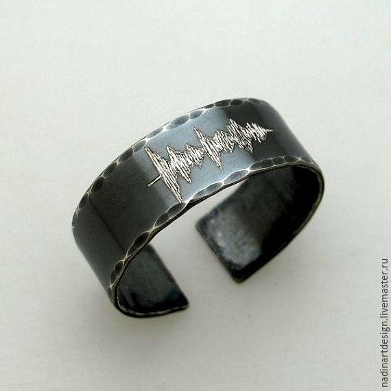 Черное кольцо с гравировкой