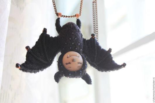 """Кулоны, подвески ручной работы. Ярмарка Мастеров - ручная работа. Купить Подвеска из войлока """"Летучая мышка"""". Handmade. Черный, мистический"""