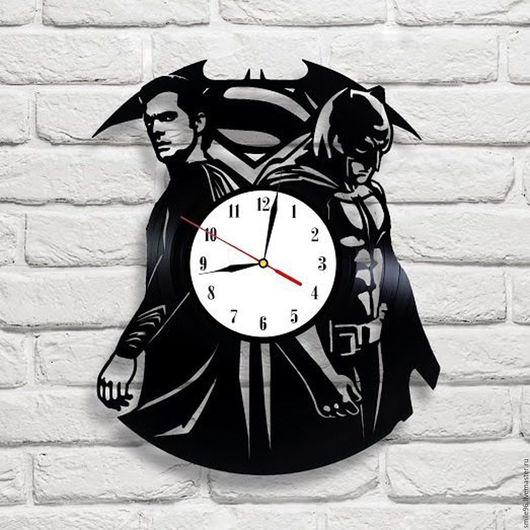 """Часы для дома ручной работы. Ярмарка Мастеров - ручная работа. Купить Часы из пластинки """"Superman VS Batman"""". Handmade. Комбинированный"""