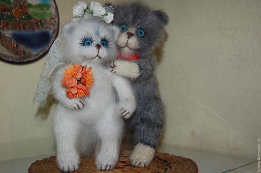 Игрушки животные, ручной работы. Ярмарка Мастеров - ручная работа. Купить Свадебные вязаные коты.. Handmade. Белый