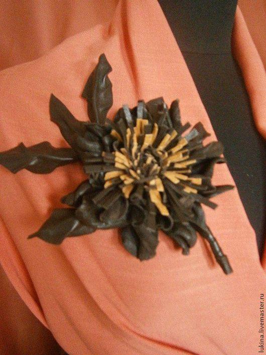 Броши ручной работы. Ярмарка Мастеров - ручная работа. Купить Цветок из натуральной кожи. Handmade. Коричневый, брошь