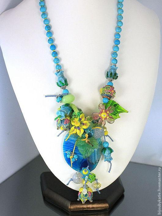 Колье из агата и авторских бусин лэмпворк Бусины стеклянные, ручной работы в технике лэмпворк / lampwork   Колье весенней расцветки - голубое небо с весенними цветами - очень нарядно и празднично