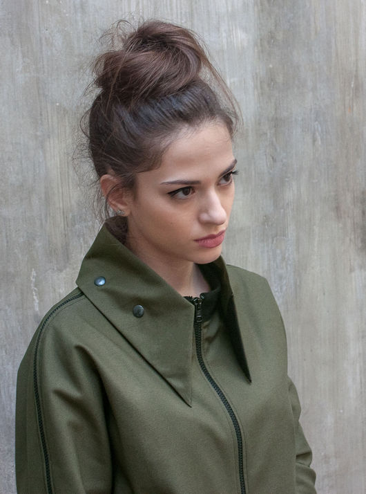 Верхняя одежда ручной работы. Ярмарка Мастеров - ручная работа. Купить Легкая куртка в стиле милитари / Куртка хаки со съемным воротником. Handmade.