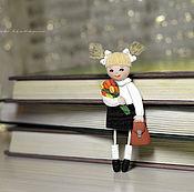 """Работы для детей, ручной работы. Ярмарка Мастеров - ручная работа Брошь """"Первоклашка"""". Брошка в подарок на 1 сентября, день знаний. Handmade."""