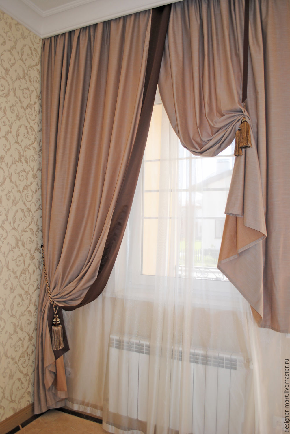Curtains in brown and beige shades for the hall and to the stairs ...