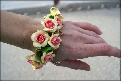 """Браслеты ручной работы. Заказать Браслет """"Нежные розы"""". Бижутерия из полимерной глины. Ярмарка Мастеров. Браслет с розами, розы из пластики"""