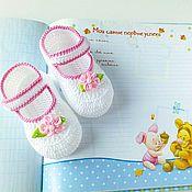Работы для детей, ручной работы. Ярмарка Мастеров - ручная работа Туфельки с цветком, пинетки, белые, первая обувь. Handmade.