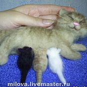 Куклы и игрушки ручной работы. Ярмарка Мастеров - ручная работа Кошка с котятами, игрушка из шерсти сухое валяние. Handmade.