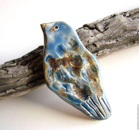 """Броши ручной работы. Ярмарка Мастеров - ручная работа. Купить Брошь """"Пташка"""". Handmade. Голубой, модная керамика, купить подарок"""