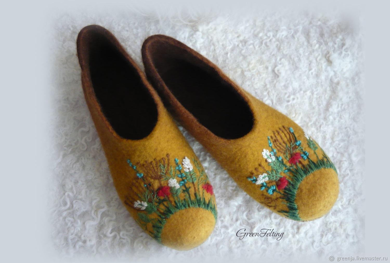 """Обувь ручной работы. Ярмарка Мастеров - ручная работа. Купить Домашние тапочки """"Золотая поляна"""". Handmade. Валяние, шерсть, тапки"""