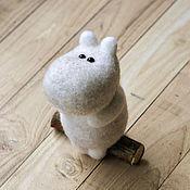 Куклы и игрушки ручной работы. Ярмарка Мастеров - ручная работа Муми-тролль (сувенирная игрушка из шерсти). Handmade.