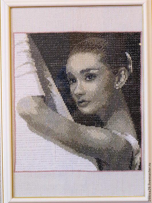Люди, ручной работы. Ярмарка Мастеров - ручная работа. Купить Вышитая картина Одри Хепберн. Handmade. Вышитая картина