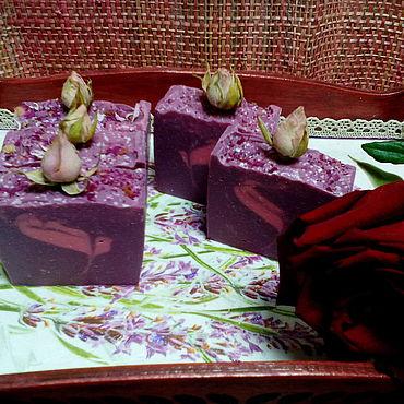 Косметика ручной работы. Ярмарка Мастеров - ручная работа Мыло с нуля с глицерином и бутончиками роз. Handmade.