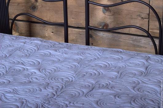 Стеганое голубое одеяло