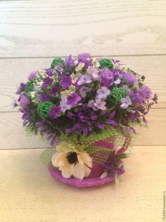 настольная композиция в сиреневой чашке с анемоном мелкие розы сиреневые фиолетовые цветы подарок для девушки для дома 8 марта