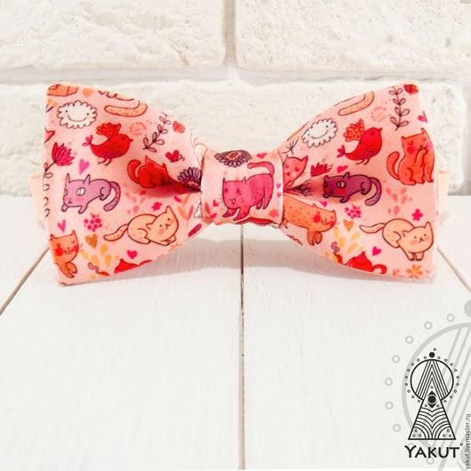 Галстуки, бабочки ручной работы. Ярмарка Мастеров - ручная работа. Купить Галстук бабочка Милые котеюшки  / бабочка-галстук персиковая. Handmade.