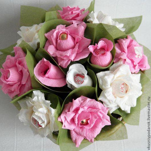 Букеты ручной работы. Ярмарка Мастеров - ручная работа. Купить Корзина из роз с Рафаэлло. Handmade. Розовый, корзина роз