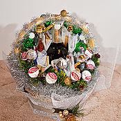 """Подарки к праздникам ручной работы. Ярмарка Мастеров - ручная работа Композиция """"Новогодняя"""" из конфет 2. Handmade."""