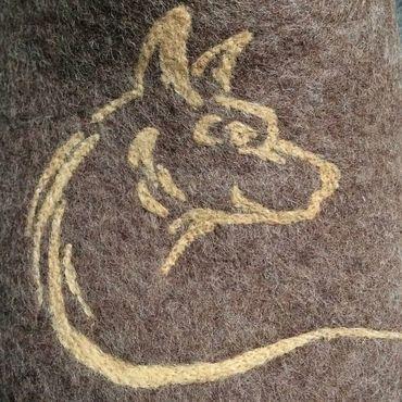Обувь ручной работы. Ярмарка Мастеров - ручная работа Валяные тапочки ручной работы, коричневый меланж с волком. Handmade.