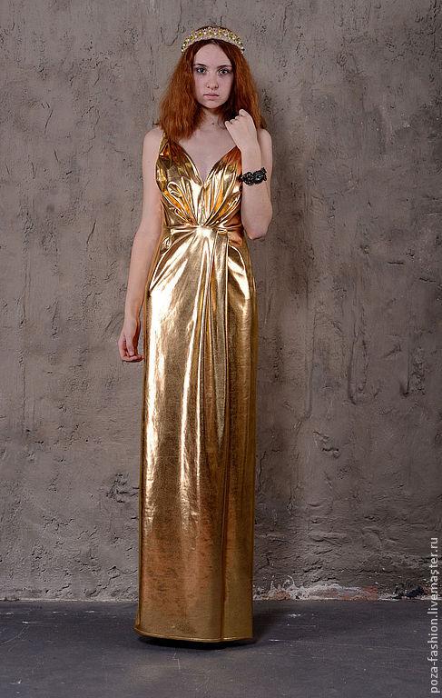 Платье из ткани под золото