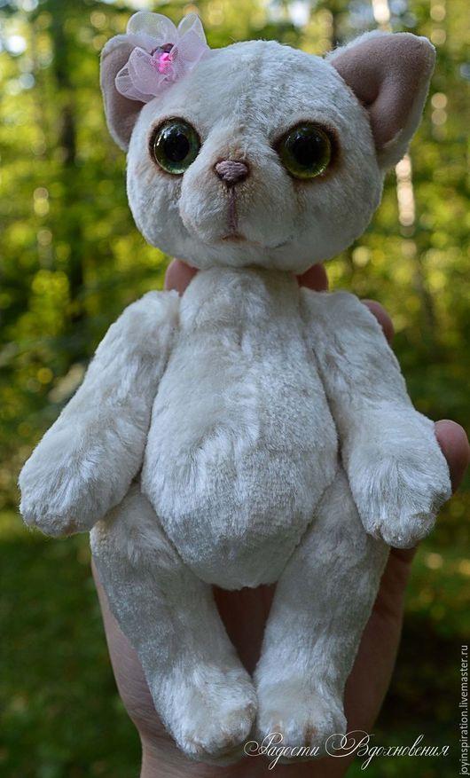 Игрушки животные, ручной работы. Ярмарка Мастеров - ручная работа. Купить Плюшевая кошка тедди Снежинка. Handmade. Белый