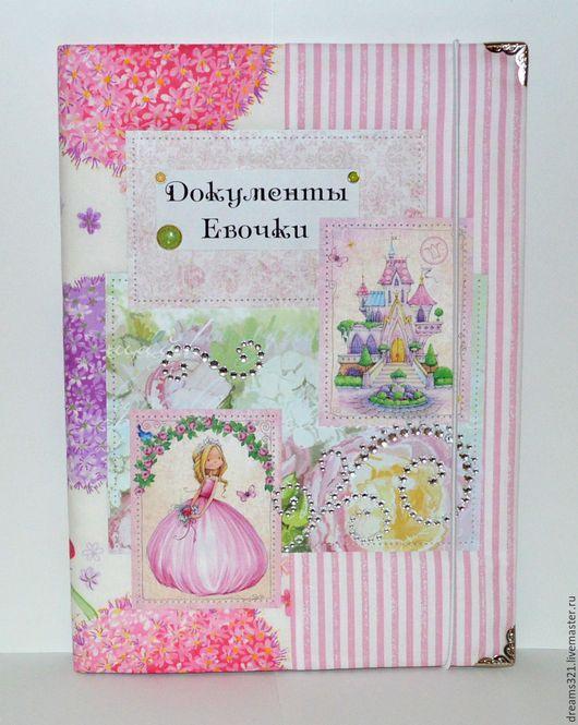 """Подарки для новорожденных, ручной работы. Ярмарка Мастеров - ручная работа. Купить Папка для свидетедьства о рождении """"Волшебная страна Принцессы"""". Handmade."""