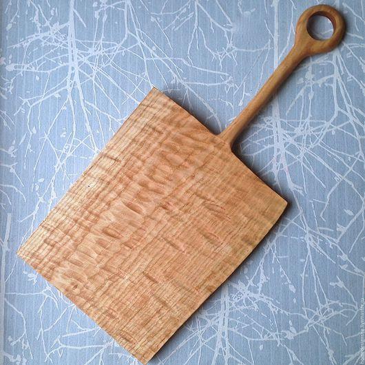 Кухня ручной работы. Ярмарка Мастеров - ручная работа. Купить Сервировочная доска с ручкой. Handmade. Бежевый, массив дерева