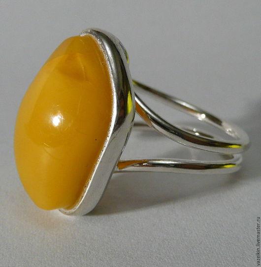 """Кольца ручной работы. Ярмарка Мастеров - ручная работа. Купить Серебряное кольцо с янтарем """"Ривьера-3""""  P-24. Handmade."""