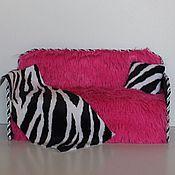 """Куклы и игрушки ручной работы. Ярмарка Мастеров - ручная работа Кукольный диван """"Bright Pink"""" с нишей для хранения вещей. Handmade."""