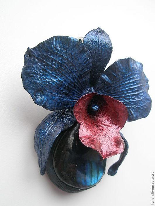"""Кулоны, подвески ручной работы. Ярмарка Мастеров - ручная работа. Купить Кулон """"Орхидея ночи"""". Handmade. Тёмно-синий, перламутровый"""