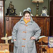 Пальто серое из шерстяной рогожки.