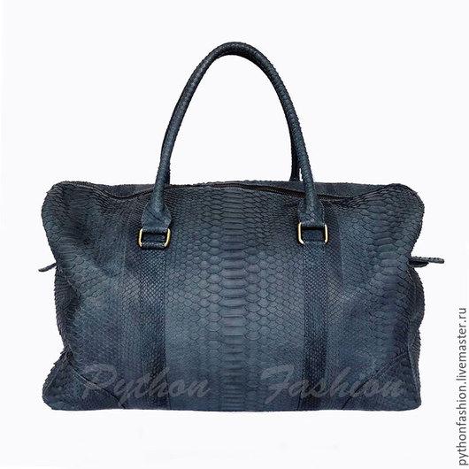 Большая вместительная дорожная сумка саквояж из кожи питона на молнии для поездок и путешествий. Стильная сумка саквояж для багажа в дорогу для командировок. Большая сумка из кожи питона ручная работа
