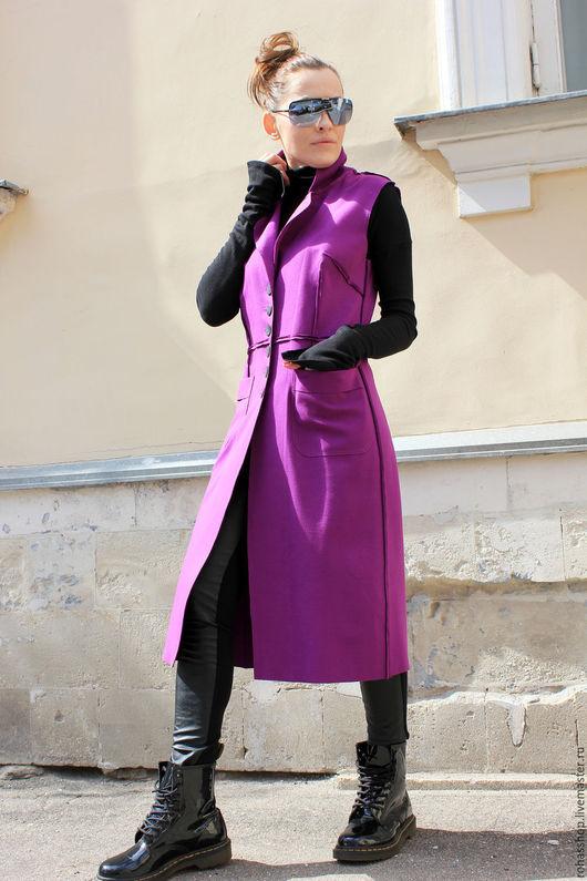 R00065 Фиолетовое пальто без рукавов, лиловый кардиган летний, яркая жилетка, яркий кардиган на пуговицах, дизайнерское пальто, весеннее пальто.