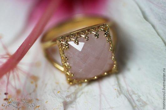 Кольца ручной работы. Ярмарка Мастеров - ручная работа. Купить Квадратное кольцо с розовым кварцем. Handmade. Розовый, позолота