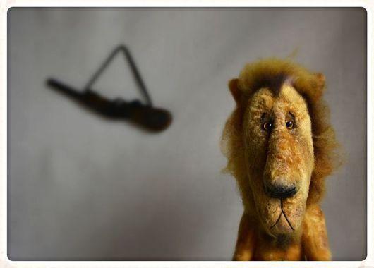 Мишки Тедди ручной работы. Ярмарка Мастеров - ручная работа. Купить Лев, который отстреливался... Handmade. Желтый, плюш винтажный