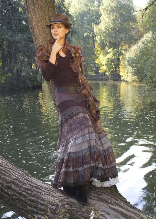 Романтическая длинная  юбка в стиле бохо шик.Юбка многоярусная.кокетка на резинке .Сшита из натуральных материалов(шелк,вискоза.батист) с элементами росписи шибори. Длина юбки -95-105 см