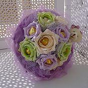 Цветы и флористика ручной работы. Ярмарка Мастеров - ручная работа Букет из конфет  Нежные розы с игрушкой. Handmade.