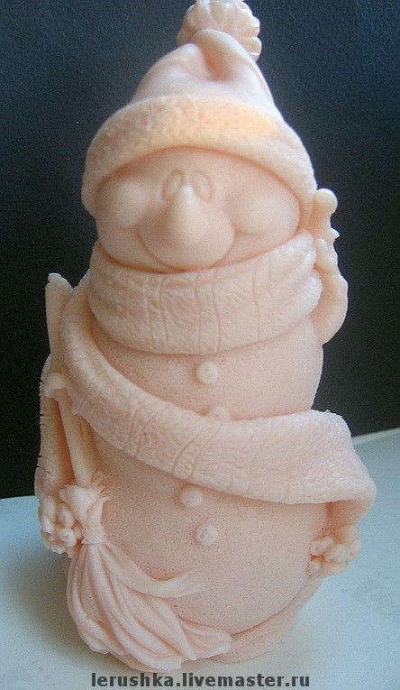 """Мыло ручной работы. Ярмарка Мастеров - ручная работа. Купить Сувенирное мыльце """"Снеговик-модник"""".. Handmade. Мыло ручной работы"""