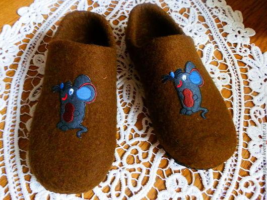 Обувь ручной работы. Ярмарка Мастеров - ручная работа. Купить Мужские тапочки Мышата. Handmade. Коричневый, тапочки домашние