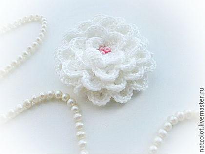 """Броши ручной работы. Ярмарка Мастеров - ручная работа. Купить Вязаная брошь-цветок """"Белая роза"""". Handmade. Брошь, цветок"""