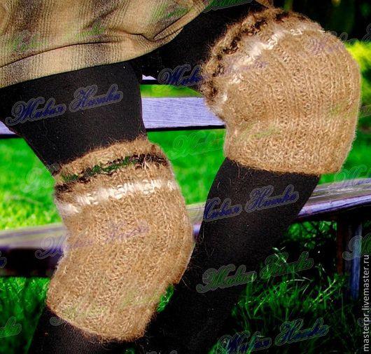 показан наколенник на женской ноге \r\nнаколенник из 100%%собачьего пуха