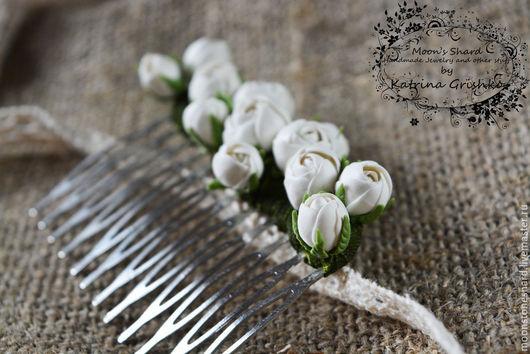 Свадебные украшения ручной работы. Ярмарка Мастеров - ручная работа. Купить Гребешок для волос с белыми розами из холодного фарфора. Handmade.