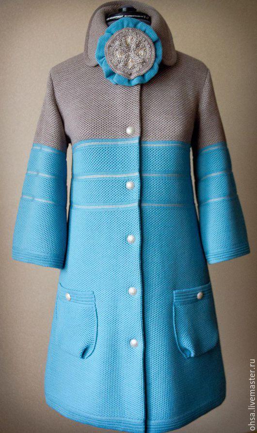 Верхняя одежда ручной работы. Ярмарка Мастеров - ручная работа. Купить Оригинальное вязаное пальто с декоративным съемным цветком.. Handmade.