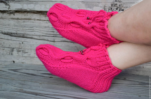"""Обувь ручной работы. Ярмарка Мастеров - ручная работа. Купить Носочки вязаные """"Клубнички"""". Handmade. Фуксия, теплые пятки, носочки"""