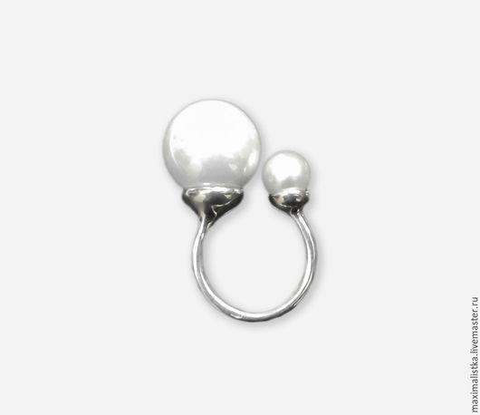 Серебряное кольцо белый жемчуг 8 мм, майорка 16 мм