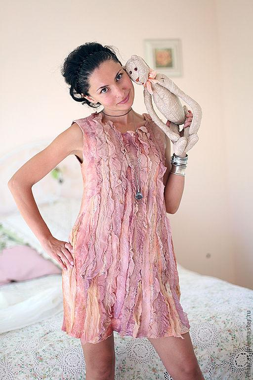 """Платья ручной работы. Ярмарка Мастеров - ручная работа. Купить авторское платье """"лепестками роз"""". Handmade. Бледно-розовый, шерсть"""
