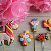 Подарки к праздникам ручной работы. Ярмарка Мастеров - ручная работа Имбирное печенье Бен и Холли. Handmade.