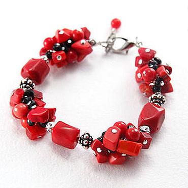 """Украшения ручной работы. Ярмарка Мастеров - ручная работа """"Красная рябина"""" браслет с красным кораллом и черным стеклом. Handmade."""