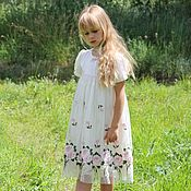 Нарядное платье для девочки из шелка молочного цвета и сетки с розами