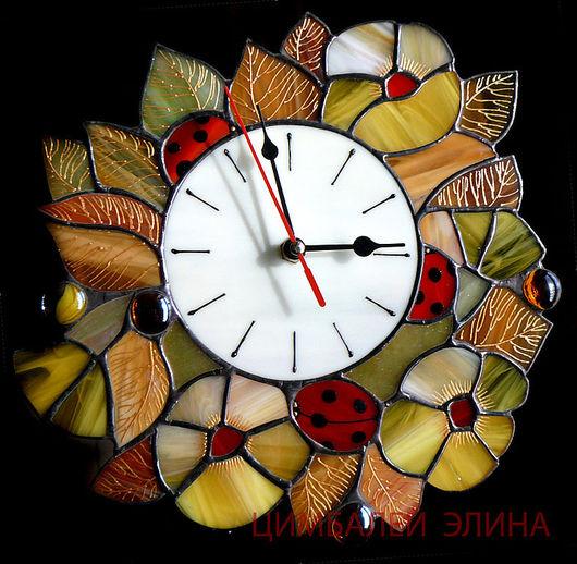 """Часы для дома ручной работы. Ярмарка Мастеров - ручная работа. Купить Витражные часы """"Божьи коровки"""". Handmade. Божьи коровки"""
